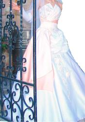 Продам  або здам  у прокат елегантне весільне плаття  у ТЕРНОПОЛІ