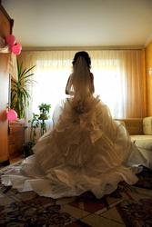 Продам  або здам на прокат  вишукану весільну сукню